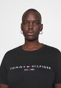 Tommy Hilfiger Curve - TEE CURVE - Print T-shirt - black - 5