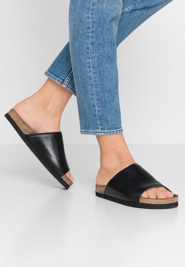 VEGA - Pantolette flach - black