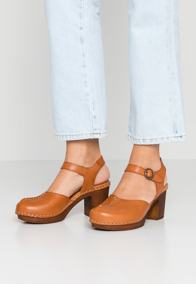 Ten Points - AMELIA - Clogs - cognac