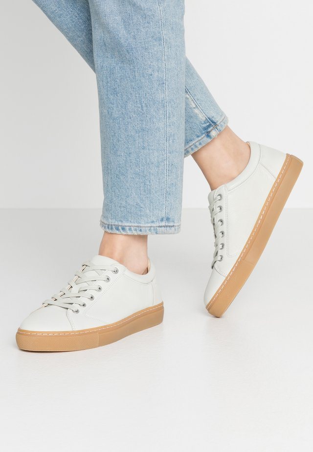 VICTORIA - Sneaker low - offwhite