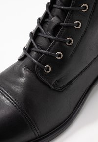 Ten Points - DAKOTA - Botines con cordones - black - 2