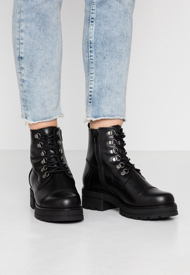 ALICE - Bottines à plateau - black