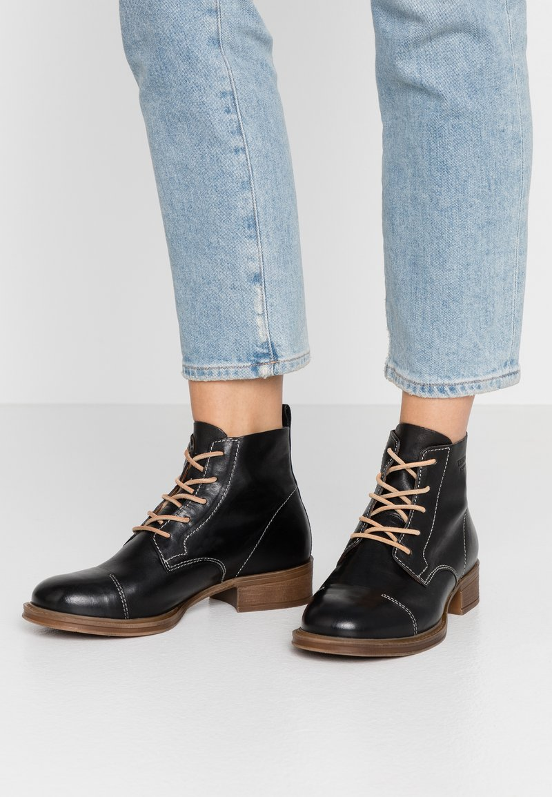 Ten Points - Ankle Boot - black