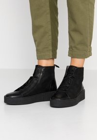 Ten Points - JOHANNA  - Platform ankle boots - black - 0