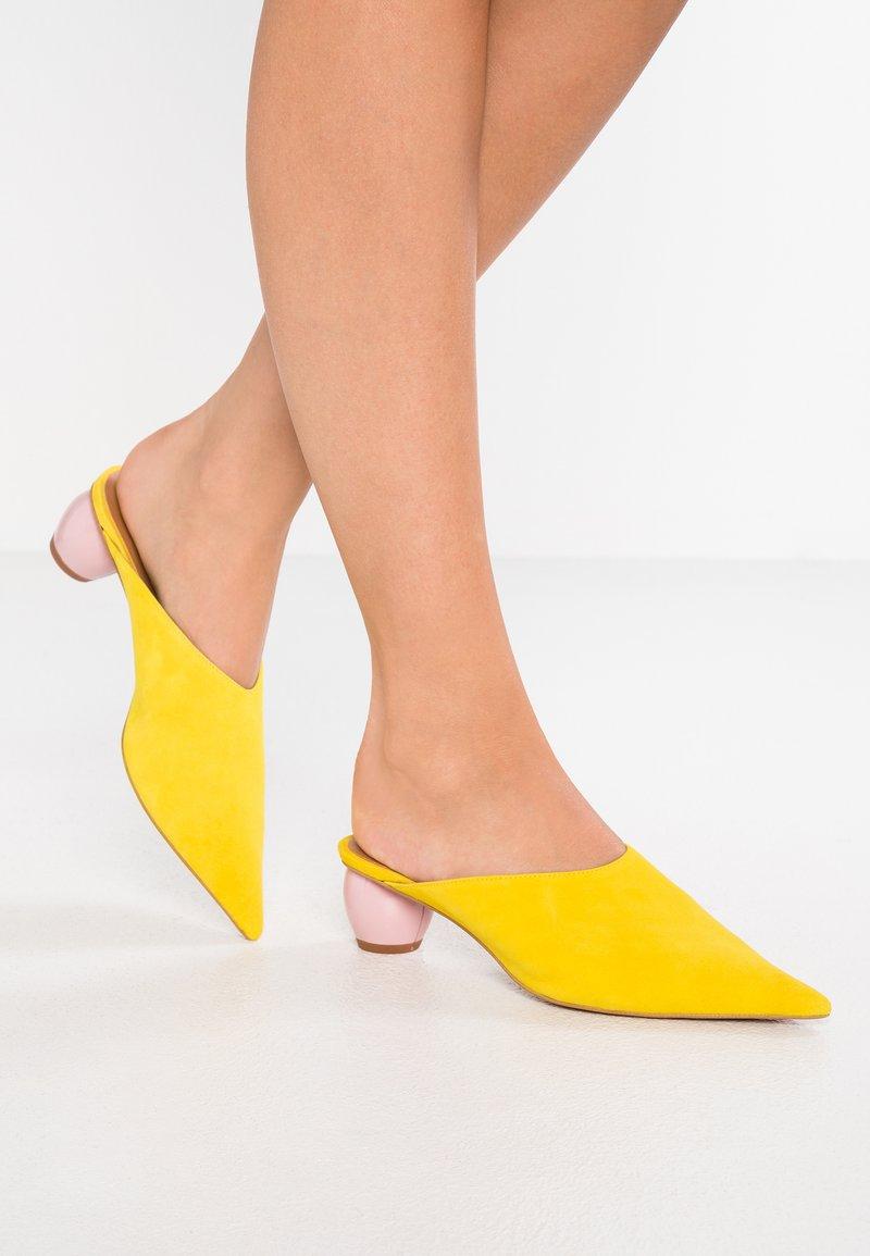 Topshop - JUNIPER - Pantolette flach - yellow