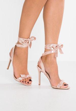 RAEA - Sandały na obcasie - pink