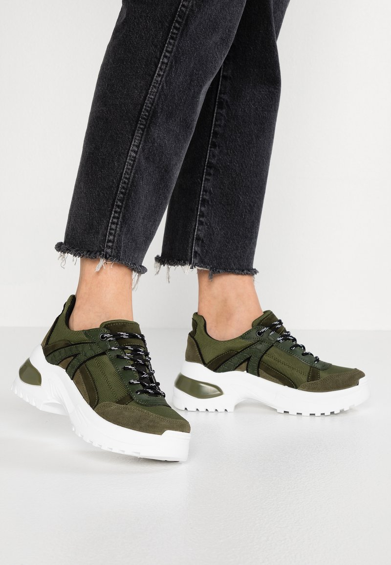 Topshop - CHICAGO BUBBLE TRAINER - Sneakers laag - khaki