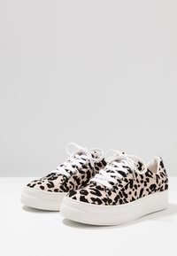 Topshop - CANDY LACE UP TRAINER - Tenisky - nude - 4