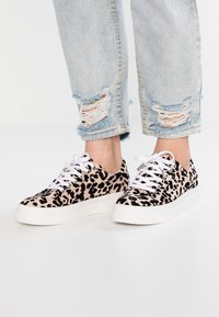 Topshop - CANDY LACE UP TRAINER - Tenisky - nude - 0