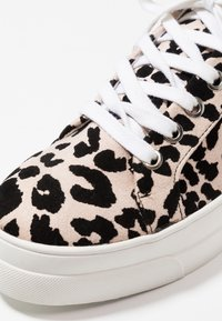 Topshop - CANDY LACE UP TRAINER - Tenisky - nude - 2