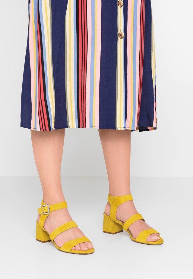 NICKY STRAPPY BLOCK - Sandalias - yellow