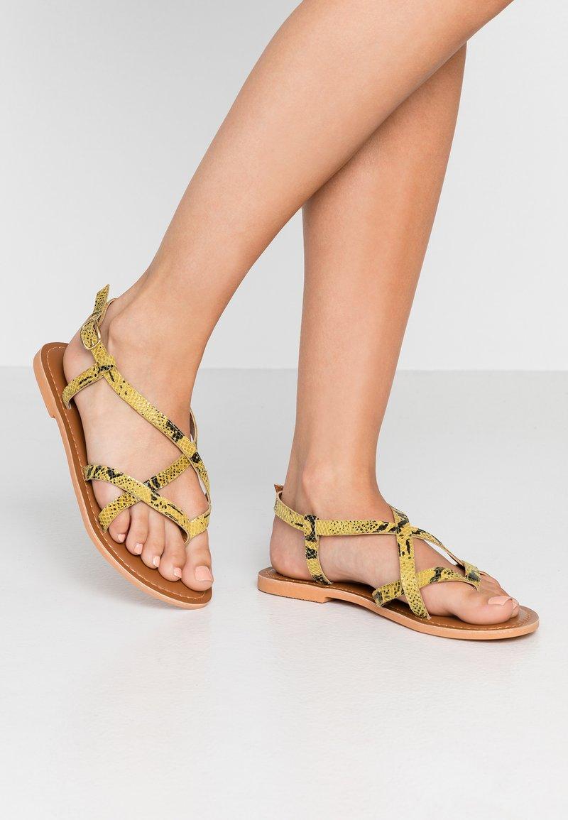 Topshop - HAZY - Sandalias de dedo - lime