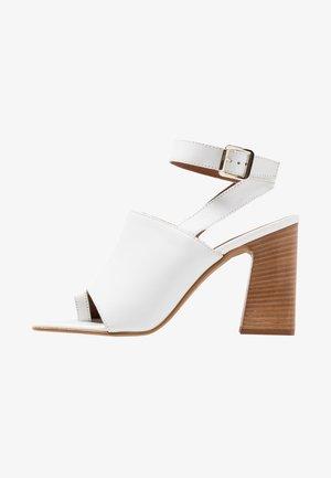 NIEVE BLOCK - Sandály na vysokém podpatku - white