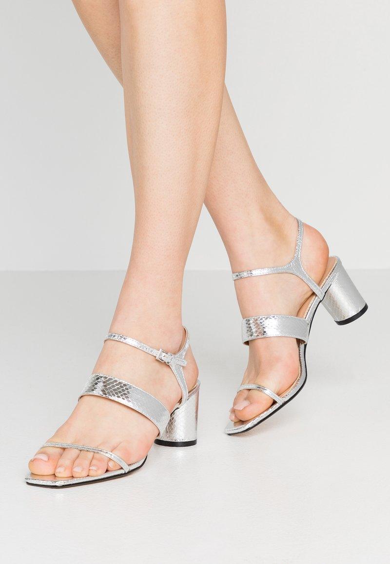 Topshop - DITA STRAP  - Sandalias - silver