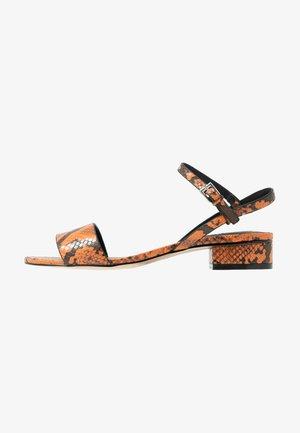 DELTA  - Sandaalit nilkkaremmillä - orange