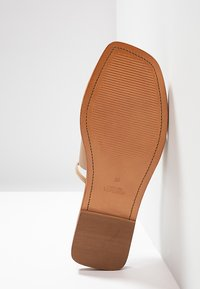 Topshop - FORTUNE - Sandály s odděleným palcem - nude - 6