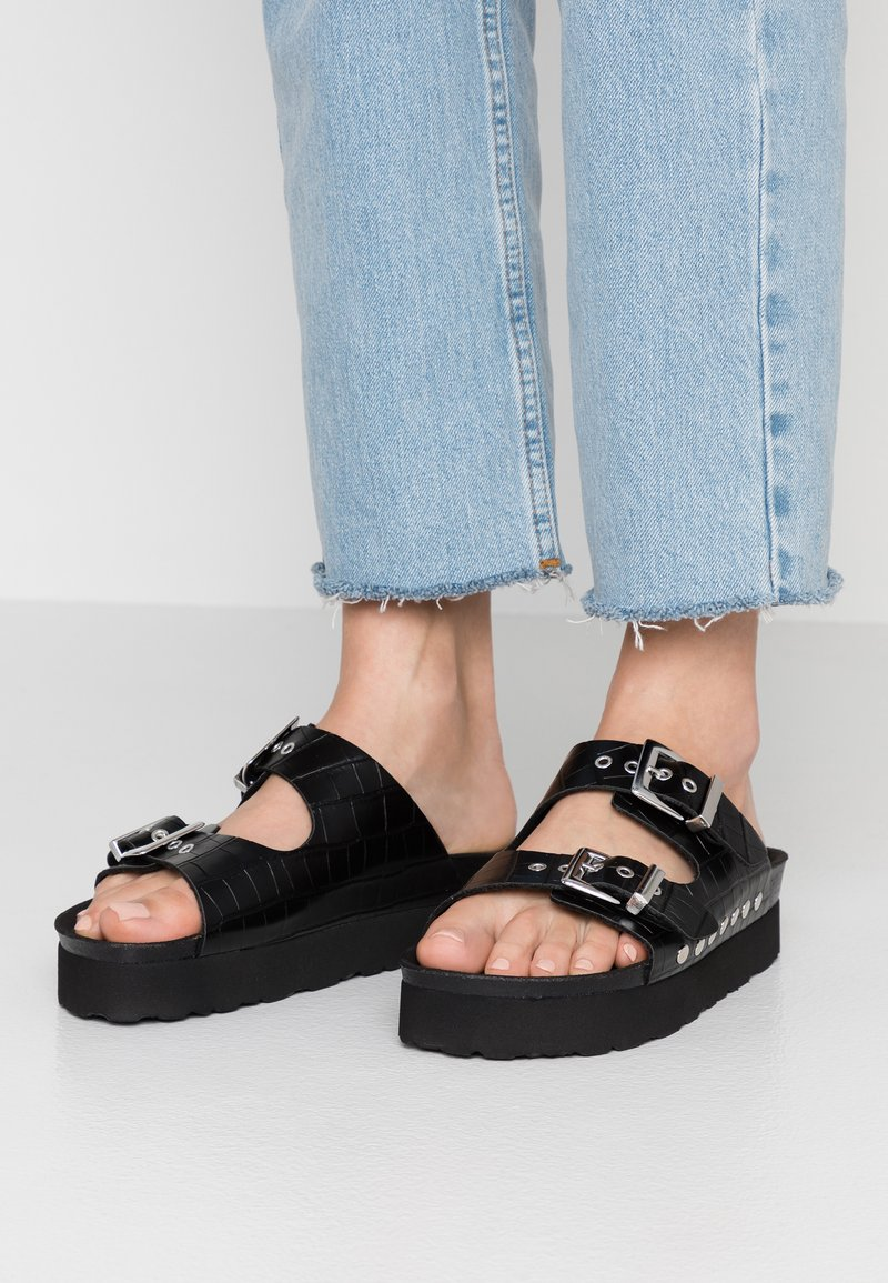 Topshop - VEGAN FREYA FOOTBED - Mules - black