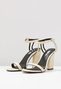 Topshop - ROLO STRAP  - Sandály na vysokém podpatku - cream - 4