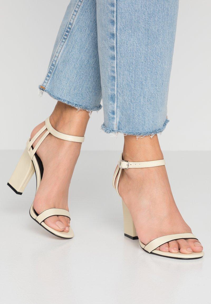 Topshop - ROLO STRAP  - Sandály na vysokém podpatku - cream