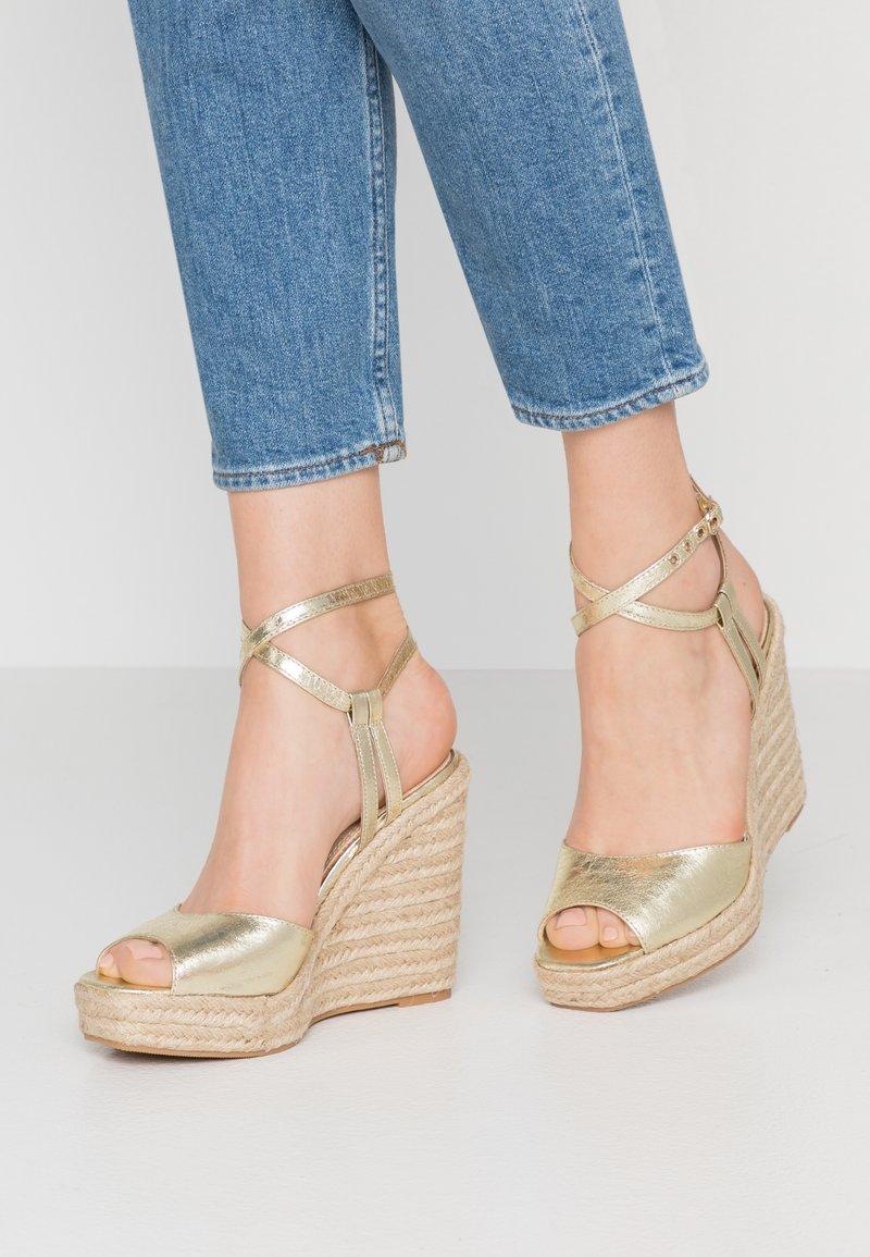 Topshop - WHITNEY WEDGE - High Heel Sandalette - gold
