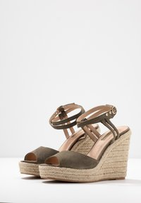 Topshop - WHITNEY WEDGE - Sandály na vysokém podpatku - khaki - 4