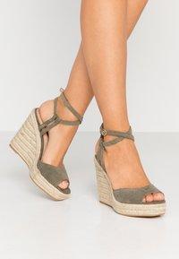 Topshop - WHITNEY WEDGE - Sandály na vysokém podpatku - khaki - 0