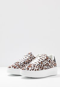 Topshop - CUBA TRAINER - Matalavartiset tennarit - brown - 4