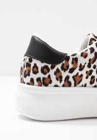 Topshop - CUBA TRAINER - Matalavartiset tennarit - brown - 2