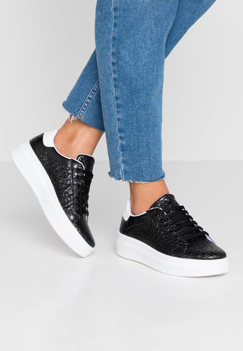 Topshop - CUBA TRAINER - Sneakers basse - black/white