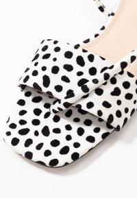 Topshop - HESTER - Sandalias de dedo - white - 2