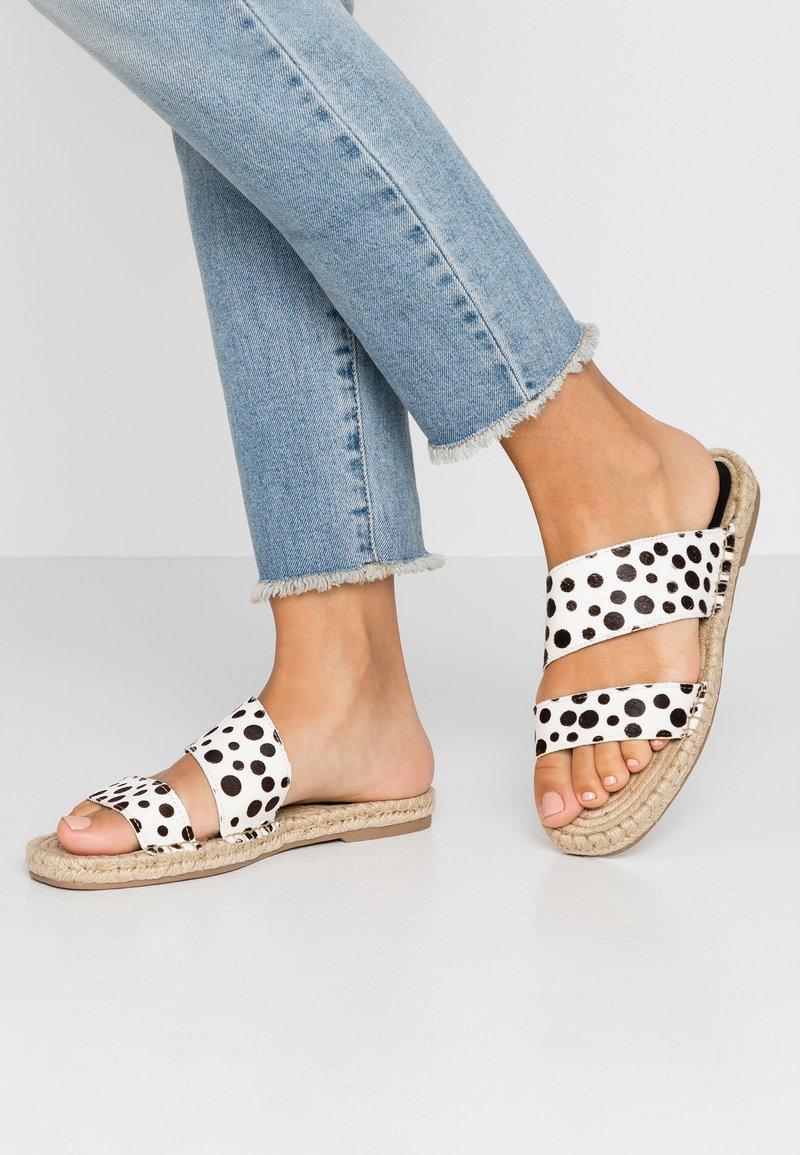 Topshop - HANNAH  - Pantofle - white