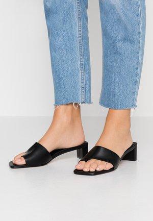 NELL TOE LOOP MULE - Sandalias de dedo - black