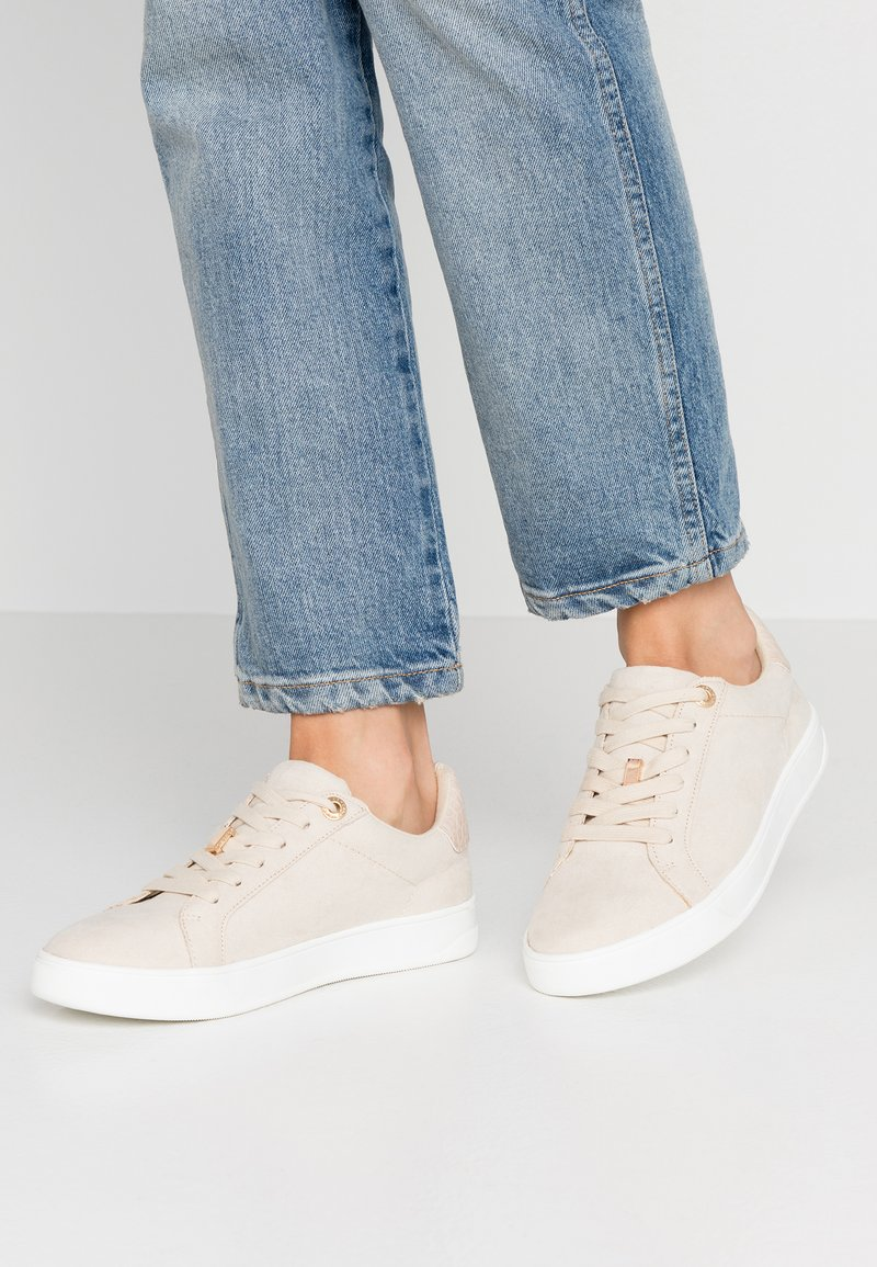 Topshop - CABO LACE UP TRAINER - Tenisky - taupe