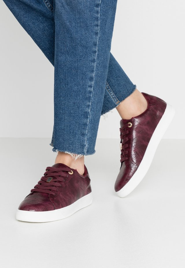 CABO LACE UP TRAINER - Sneakers basse - burgundy