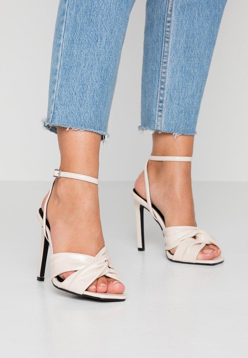 Topshop - RUMBA  - Sandály na vysokém podpatku - ivory