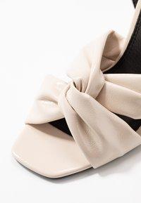 Topshop - RUMBA  - Sandály na vysokém podpatku - ivory - 2