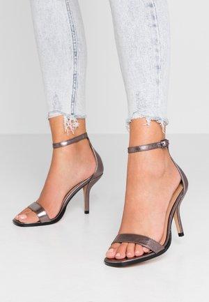 SAGE CURVE MID - Sandalen met hoge hak - metallic