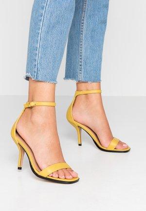 SAGE CURVE MID - High Heel Sandalette - mustard