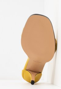 Topshop - SAGE CURVE MID - High heeled sandals - mustard - 6