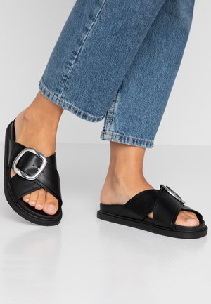 ROMEO BUCKLE FOOTBED - Pantofle - black