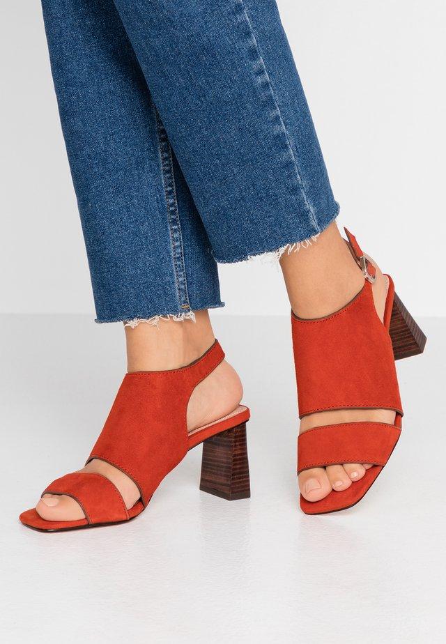 NATEISHA BLOCK - Sandalen met hoge hak - rust