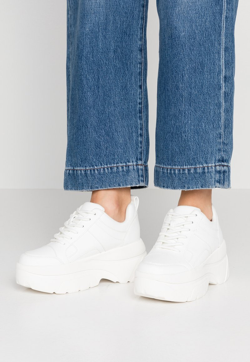 Topshop - CALI CHUNKY TRAINER - Sneakers - white