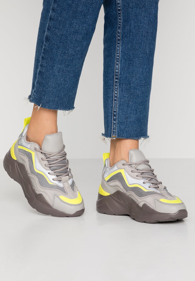 Topshop - CANCUN CHUNKY TRAINER - Sneakers laag - grey