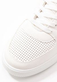 Topshop - CHARLTON LACE UP - Sneakersy niskie - white - 2