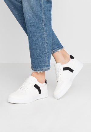 CHARLTON LACE UP - Sneaker low - white