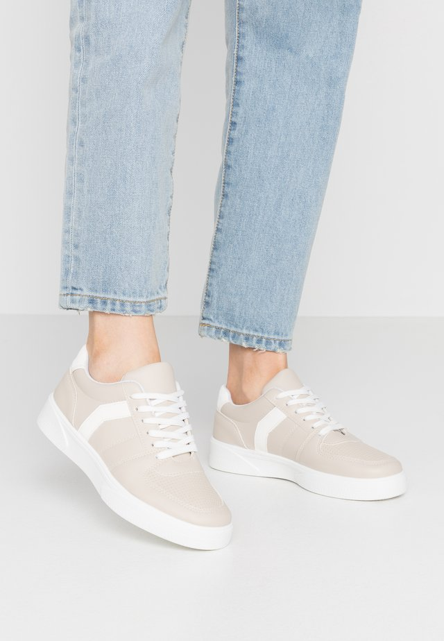 CHARLTON LACE UP - Sneakers - taupe