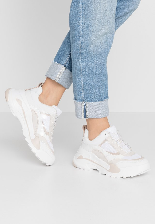CANDID CHUNKY TRAINER - Sneaker low - natural
