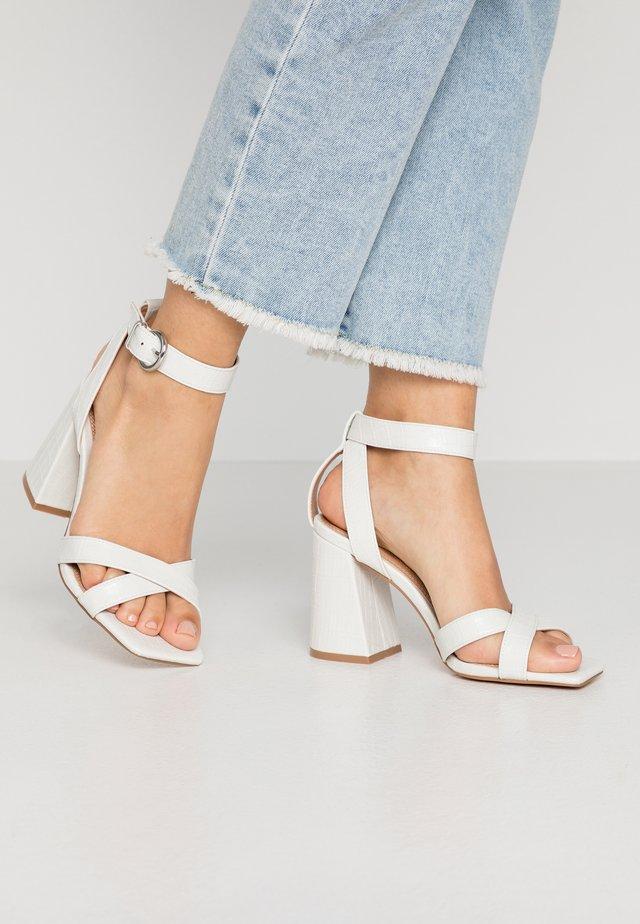 SACHA BLOCK ANKLE TIE - High Heel Sandalette - white