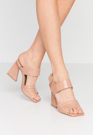 NATASHA FLARE CROC - Sandales à talons hauts - nude