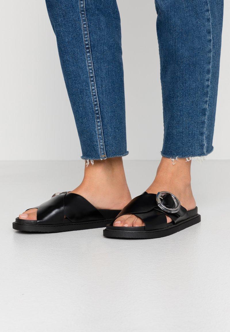 Topshop - PEDRO FOOTBED - Sandalias planas - black